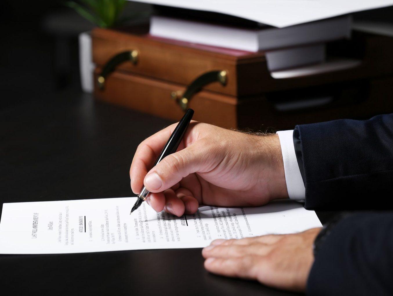 Conozca el proceso para hacer un testamento en notaría y los costos que tiene que pagar